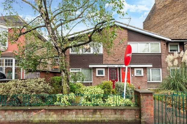 2 Bedrooms Flat for sale in Whipps Cross Road, London
