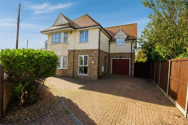 4 Bedrooms Detached House for sale in Hall Lane, Walton on the Naze, Essex