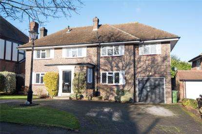 5 Bedrooms Detached House for sale in Greys Park Close, Keston