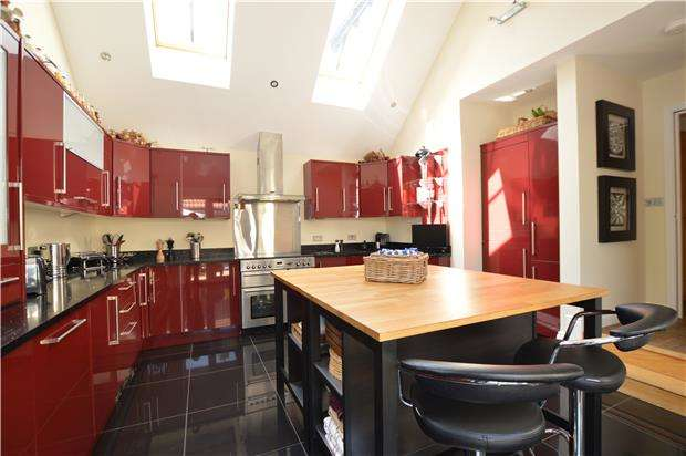 5 Bedrooms Town House for sale in Drews Orchard, Cromhall, WOTTON-UNDER-EDGE, Gloucestershire, GL12 8BJ