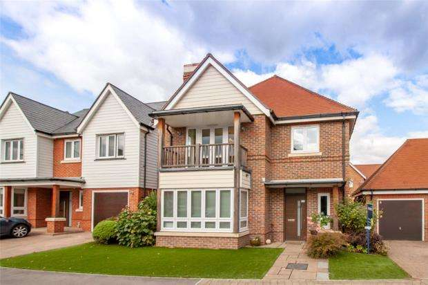 4 Bedrooms Detached House for sale in Willowbourne, Fleet, Hampshire