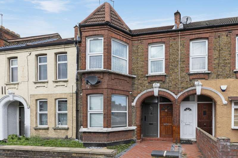 2 Bedrooms Flat for sale in Clementina Road, Leyton, London, E10