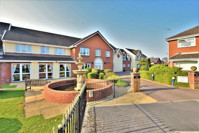 2 Bedrooms Flat for sale in Croft Manor, Mason Close