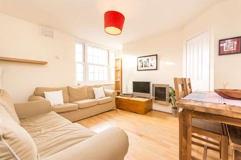 3 Bedrooms Flat for rent in Longford Court, Wendell Park, W12