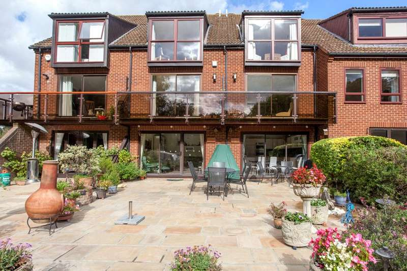4 Bedrooms Terraced House for sale in Temple Mill Island, Marlow, Buckinghamshire, SL7