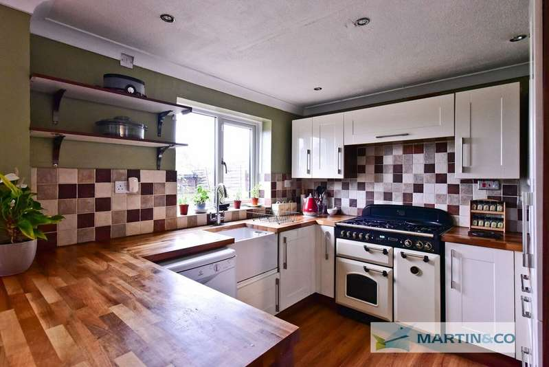 4 Bedrooms Semi Detached House for sale in Broadwater Crescent, Stevenage SG2