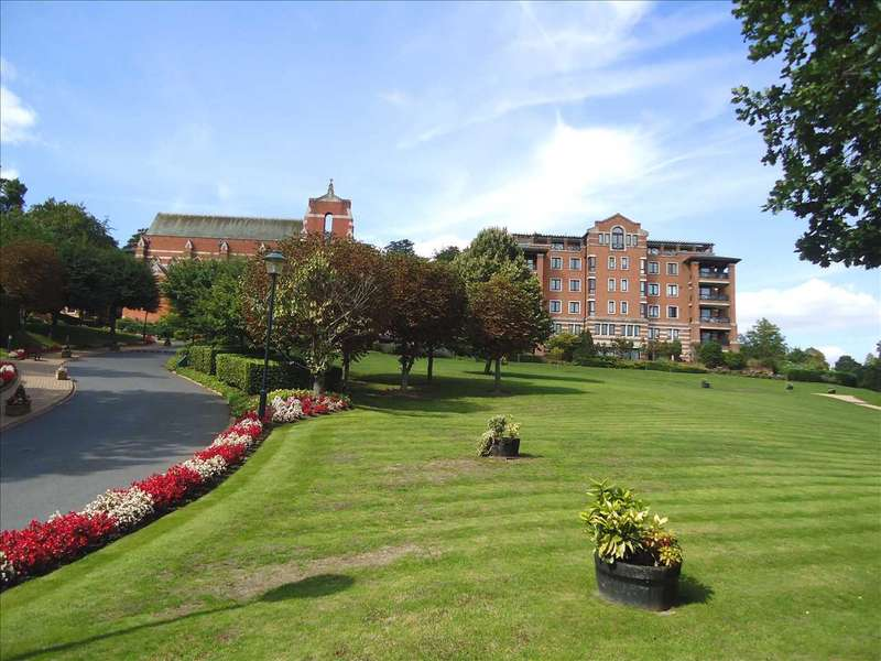 3 Bedrooms Apartment Flat for sale in Chasewood Park, Harrow