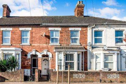 4 Bedrooms Terraced House for sale in Hurst Grove, Bedford, Bedfordshire