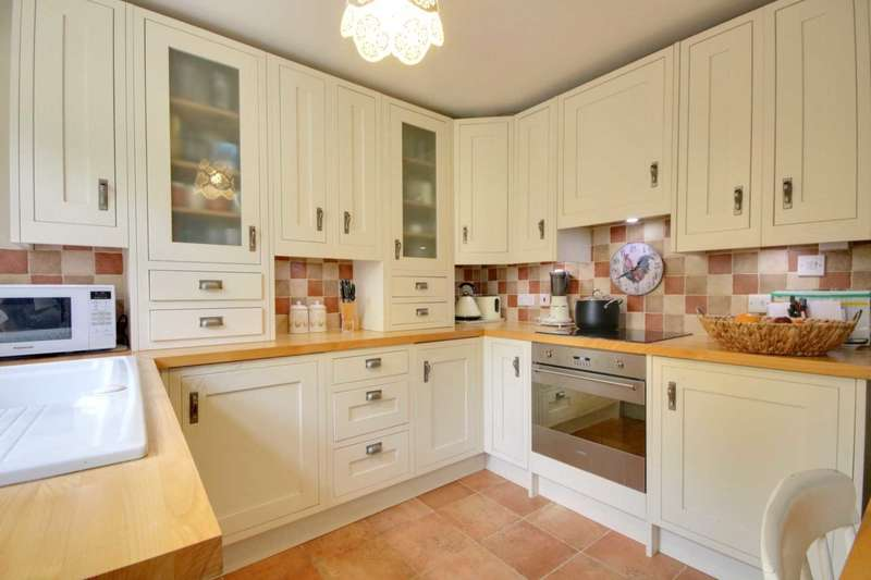 3 Bedrooms Cottage House for sale in CLOSE to APSLEY STATION and HIGH STREET.