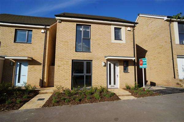 3 Bedrooms House for rent in Acorn Drive, Lyde Green, Bristol, BS16 7FU