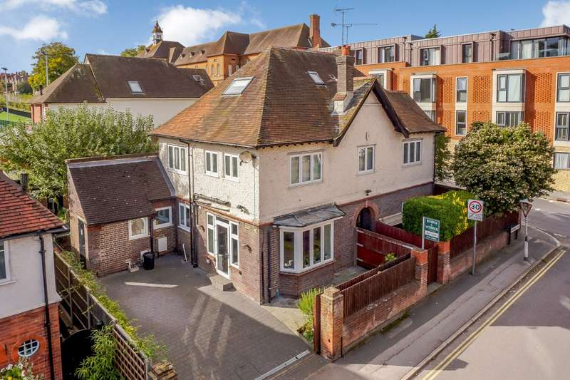 5 Bedrooms Detached House for sale in Wherwell Road, Guildford, GU2