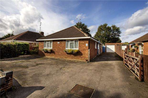 3 Bedrooms Detached Bungalow for sale in Chapel Lane, Farnborough, Hampshire