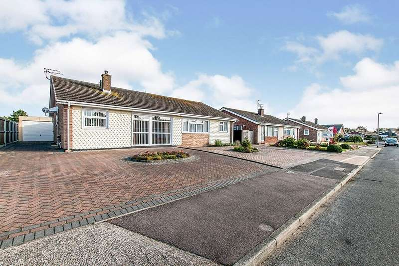 2 Bedrooms Semi Detached Bungalow for sale in Marshall Crescent, Broadstairs, CT10