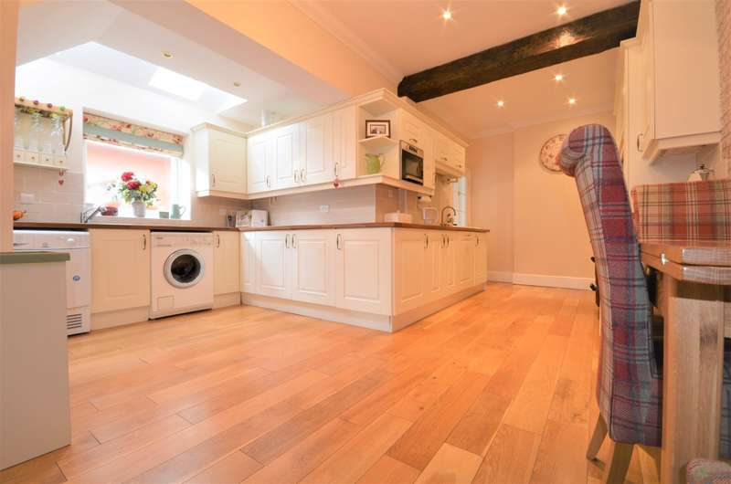 3 Bedrooms Semi Detached House for sale in Obelisk Road, Southampton, SO19