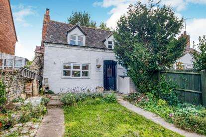 2 Bedrooms Semi Detached House for sale in Top Street, Charlton, Pershore, Worcestershire