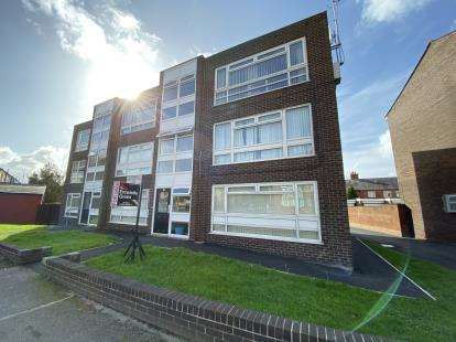 2 Bedrooms Flat for sale in Hawes Side Lane, Blackpool, Lancashire, FY4