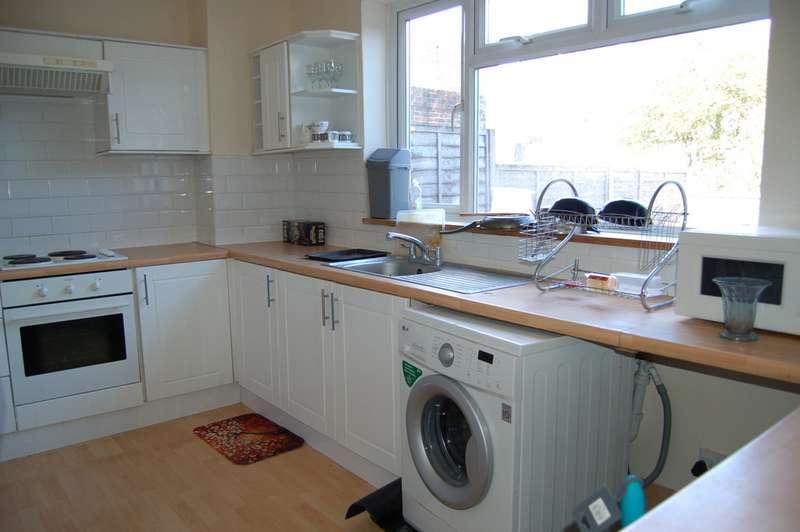3 Bedrooms Apartment Flat for rent in Warren Way BN2