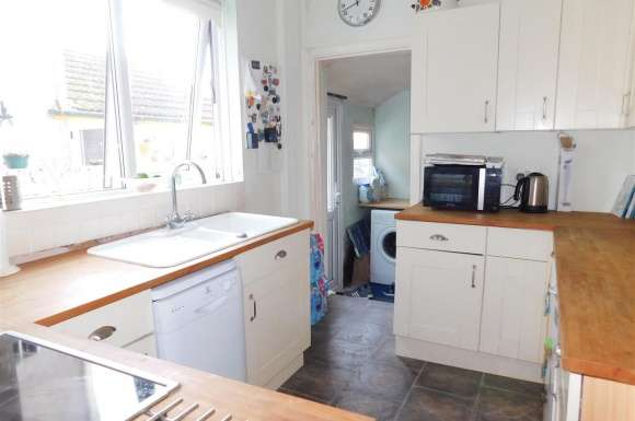 3 Bedrooms Terraced House for sale in Queenborough Road, Minster On Sea, Sheerness
