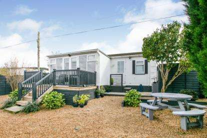 1 Bedroom Mobile Home for sale in Stratton Park Drive, Biggleswade, Bedfordshire