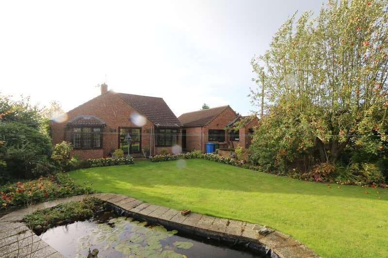 5 Bedrooms Bungalow for sale in Sandholme Road, Gilberdyke, Brough, West Yorkshire, HU15