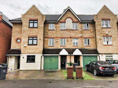 3 Bedrooms Town House for sale in Barking
