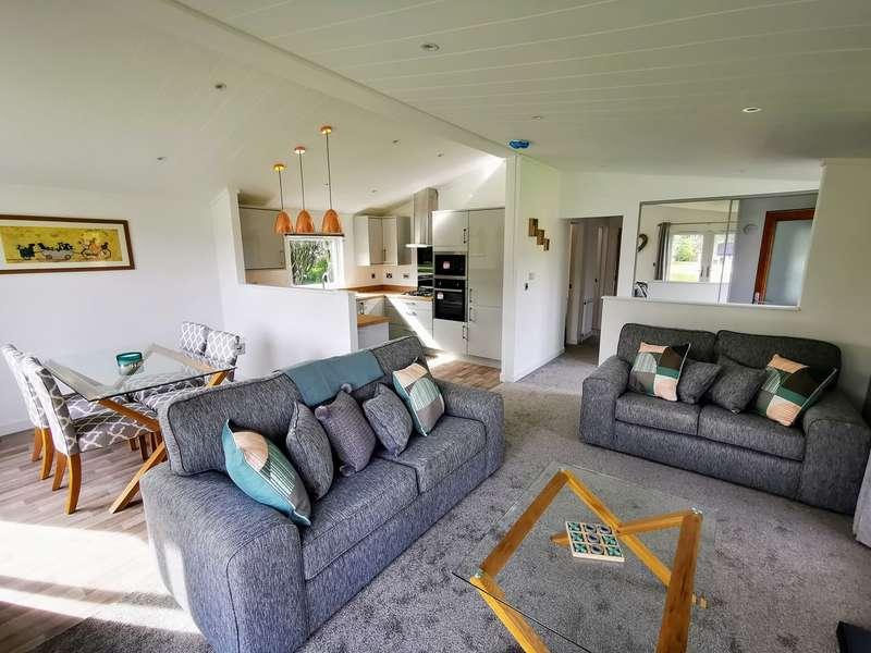 3 Bedrooms Lodge Character Property for sale in Borwick Lane, Carnforth, Penrith, LA6