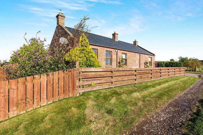 3 Bedrooms Detached Bungalow for sale in Dubton, Montrose, Angus, DD10