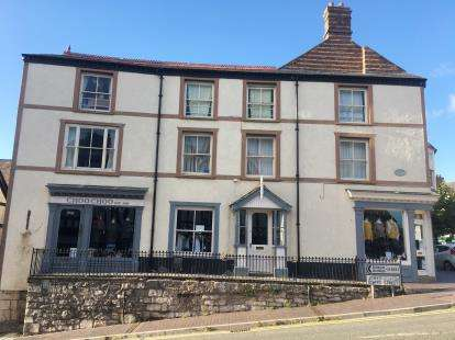 9 Bedrooms Flat for sale in South Prior House, St. Peters Square, Ruthin, Denbighshire, LL15