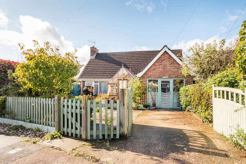 3 Bedrooms Chalet House for sale in Link Road, Ringwood, Hampshire