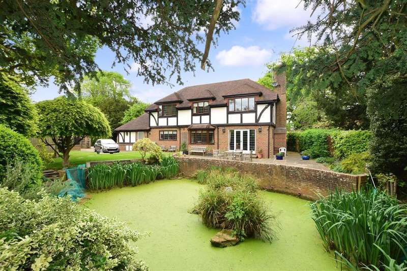 5 Bedrooms Detached House for sale in Massetts Road, , Horley, Surrey