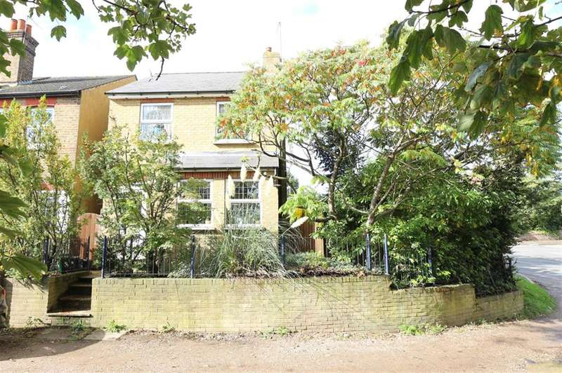 3 Bedrooms Detached House for sale in Cross Road, Orpington, BR5 2DJ