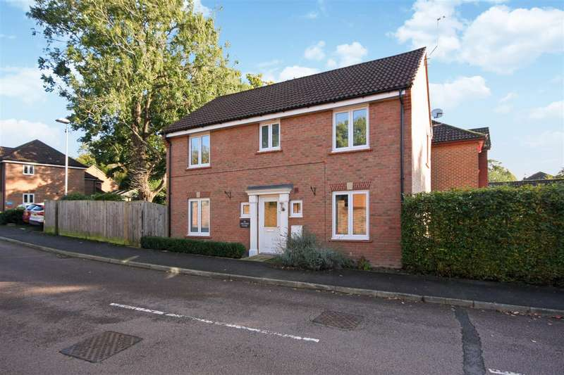 4 Bedrooms Detached House for sale in Orchard Close, Burgess Hill