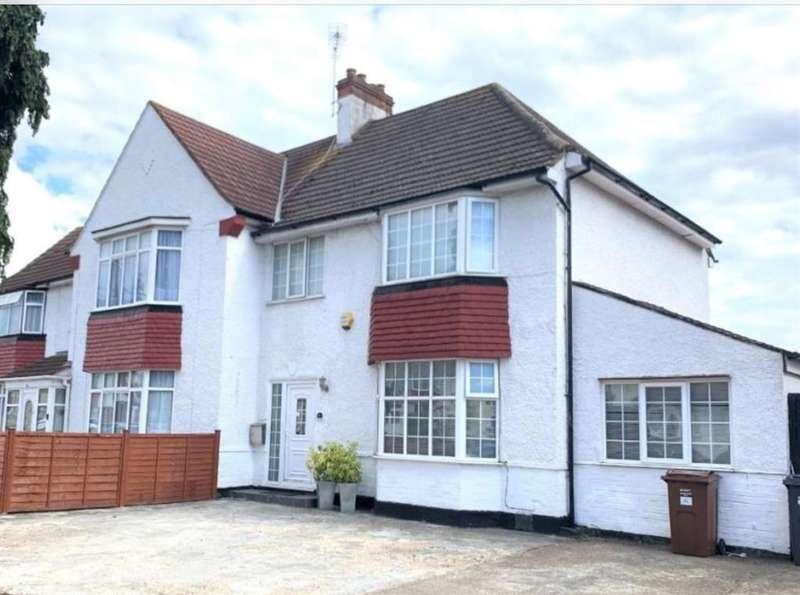 4 Bedrooms Semi Detached House for sale in Alexander Gardens, Hounslow, TW3