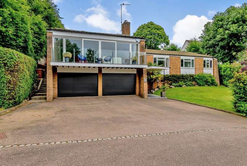 4 Bedrooms Detached House for sale in Canonsfield, Welwyn