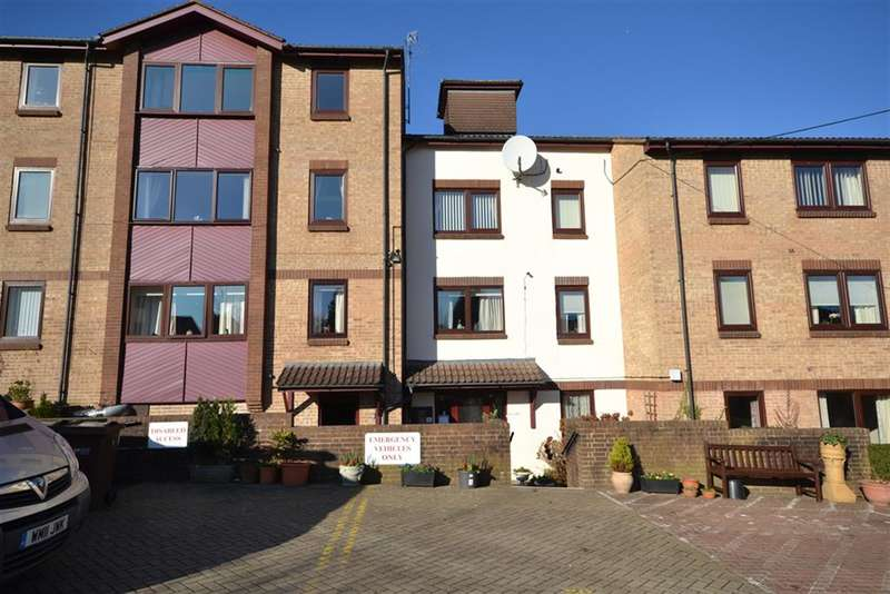2 Bedrooms Flat for sale in Champions Court, Dursley, GL11 4BE