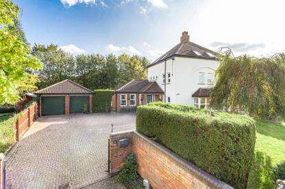 6 Bedrooms Detached House for sale in Beaumaris Grove, Shenley Church End, Milton Keynes