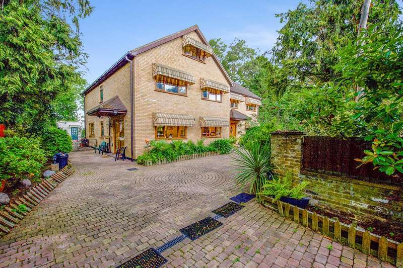 5 Bedrooms Detached House for sale in Lingwood Gardens, Osterley