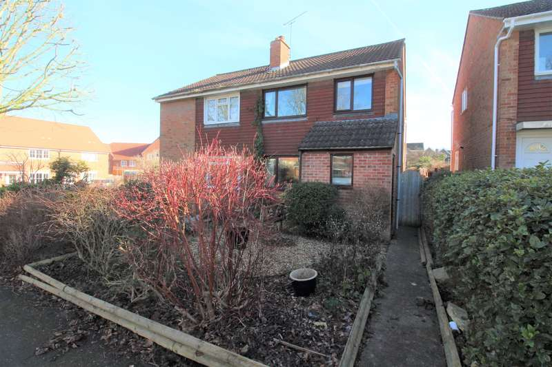 3 Bedrooms Semi Detached House for sale in Dyrham Cl, Thornbury, BS35 1SX