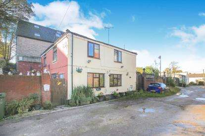 4 Bedrooms Detached House for sale in Dales Place, Macclesfield, Cheshire