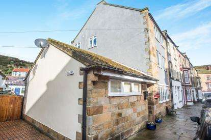 3 Bedrooms Flat for sale in Beckstone Yard, High Street, Saltburn-By-The-Sea, North Yorkshire