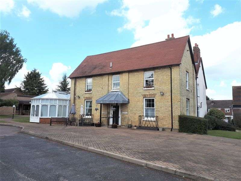 1 Bedroom Property for sale in The Farmhouse, Letchworth Garden City: **WELL PRESENTED WITH GARDEN VIEWS**