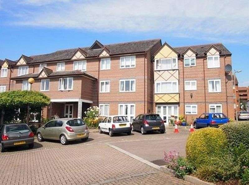 1 Bedroom Property for sale in Davis Court, St Albans: ** WITHIN WALKING DISTANCE TO TOWN CENTRE**