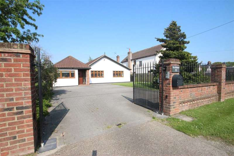 4 Bedrooms Bungalow for sale in Weeley Road, Little Clacton