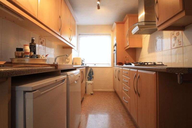 3 Bedrooms Property for rent in Franklin Close, Whetstone, London, N20 9QG