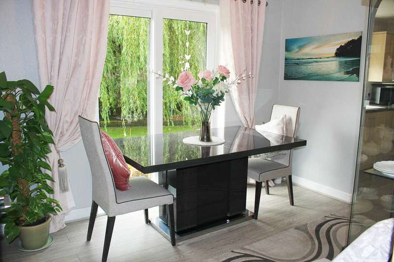 3 Bedrooms Detached Bungalow for sale in Clare Avenue, Darlington