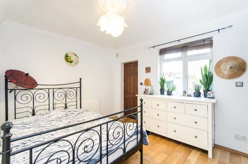 2 Bedrooms Flat for sale in Cooper Road, Dollis Hill, NW10