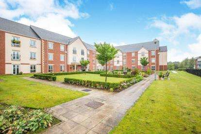 2 Bedrooms Flat for sale in The Court, Buckshaw Village, Chorley, Lancashire