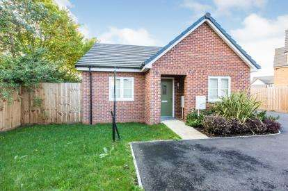 2 Bedrooms Bungalow for sale in Philip Taylor Drive, Crewe, Cheshire