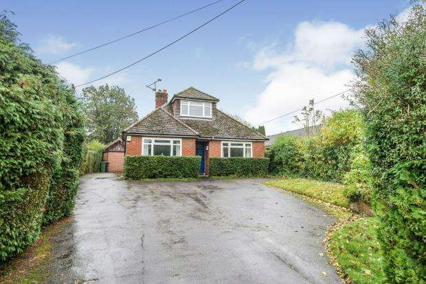 4 Bedrooms Detached House for sale in Kempshott, Basingstoke, Hampshire