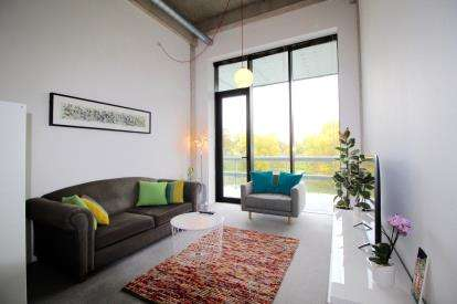 2 Bedrooms Flat for sale in Lake Shore, Lake Shore Drive, Hartcliffe, Bristol